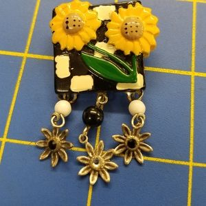 """Vintage Floral Daisy & Charms 1"""" x 2"""" Pin"""